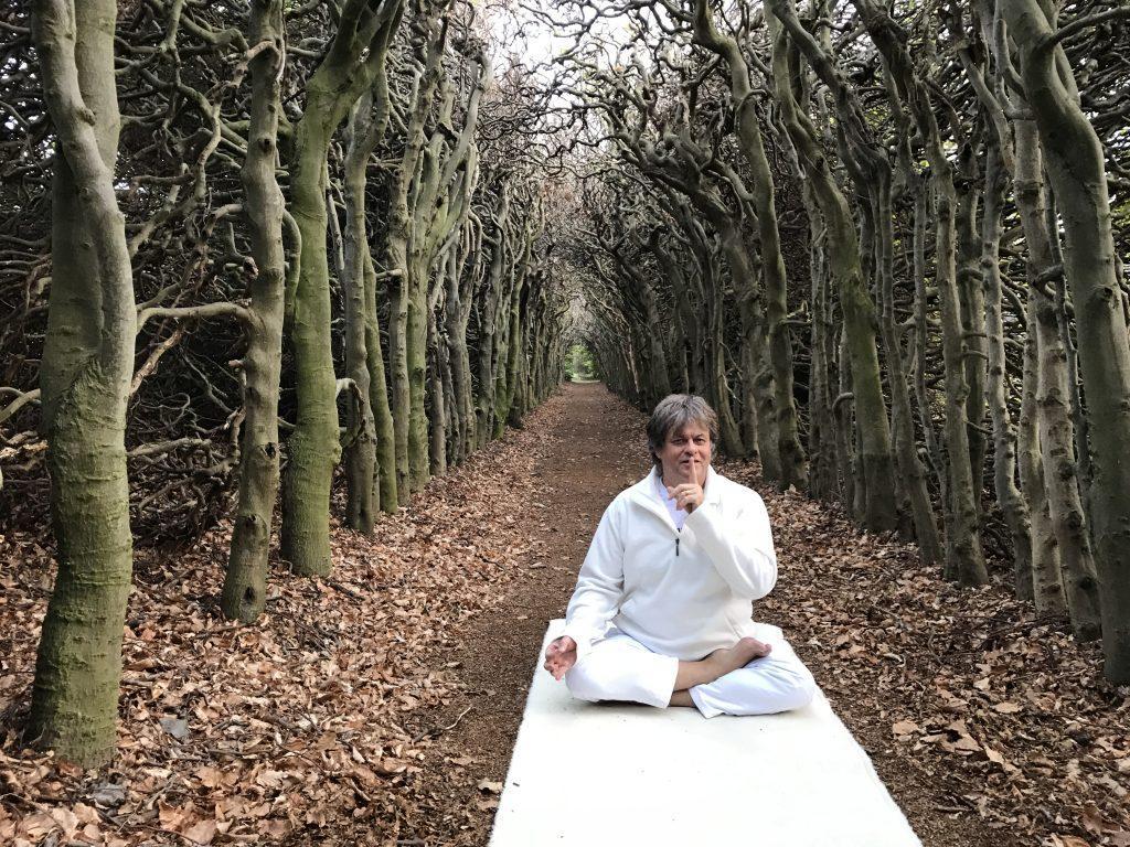 stilte yoga brengt je bij jezelf